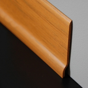 Plintenfabriek | PVC-plint walnoot licht - eenvoudig online bestellen